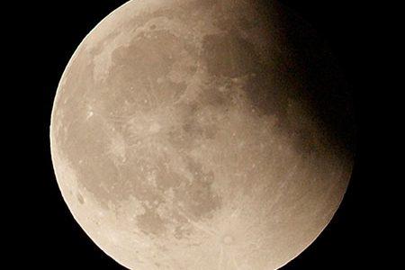 今後見られる月食